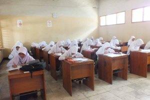 Foto Siswa belajar di kelas